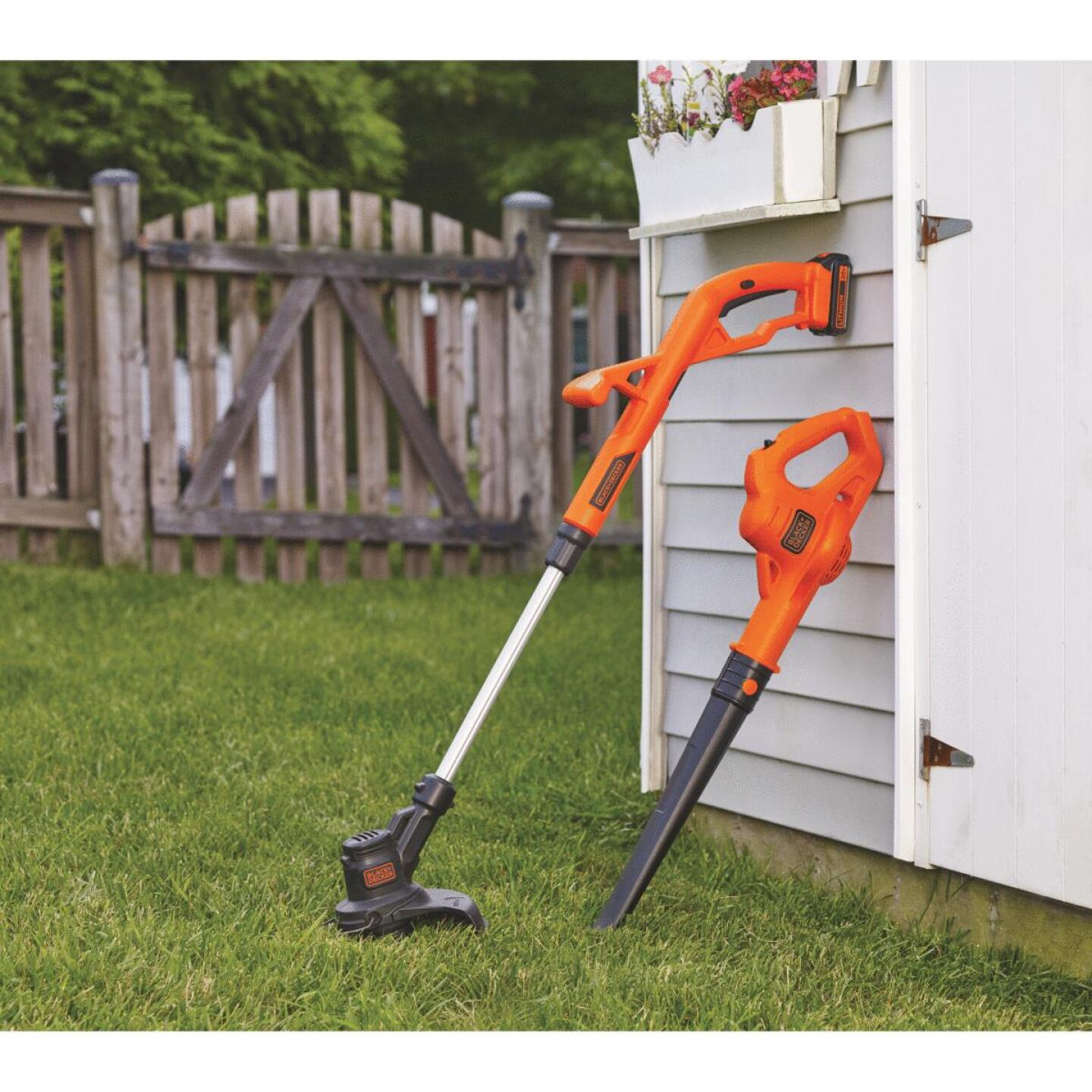 Black & Decker Max 20V String Trimmer & Sweeper Combo Kit Image 2